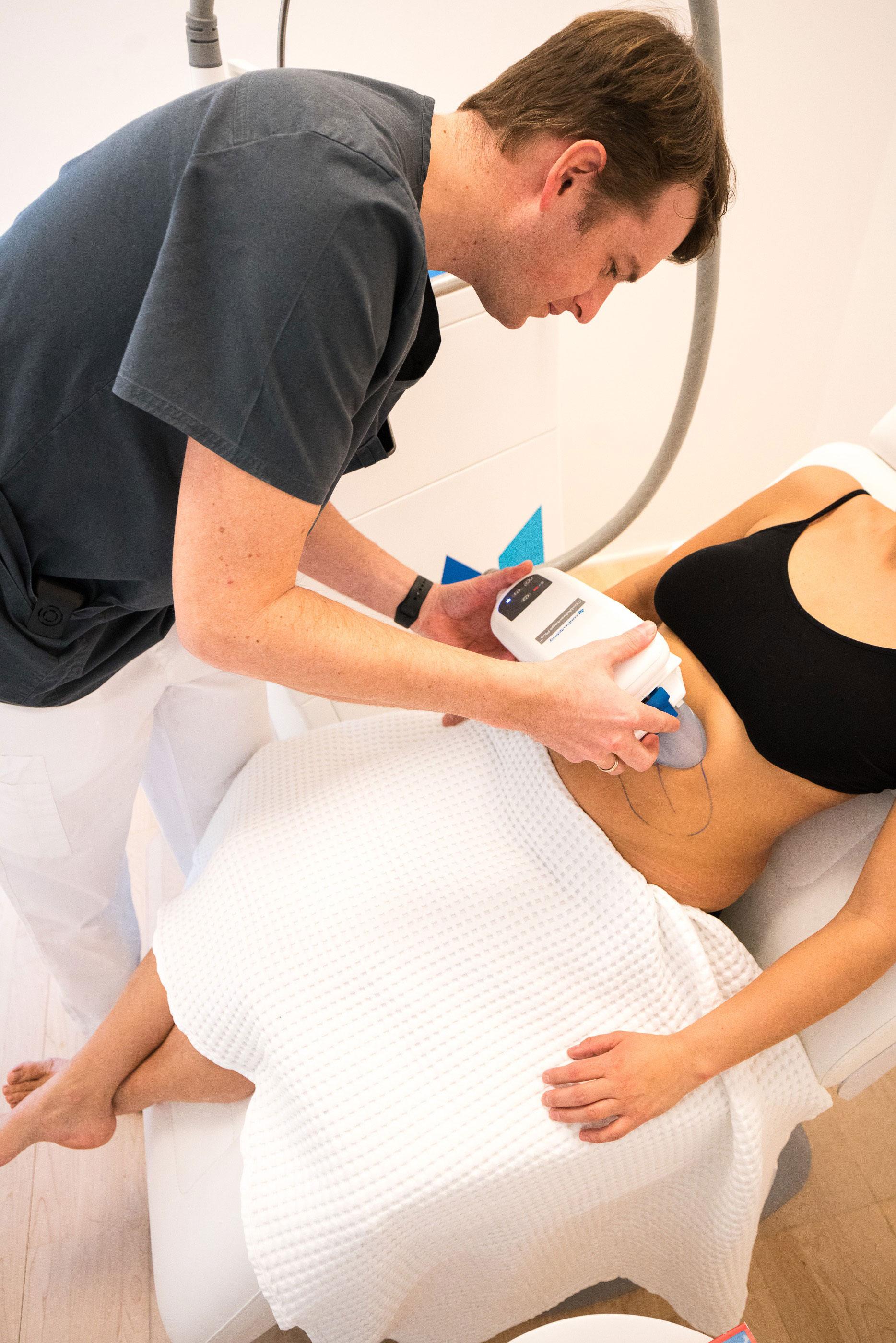 6. Das Anzeichnen und Anlegen der einzelnen Applikatoren erfolgt im SAN Medical Center immer durch einen erfahrenen Chirurgen.