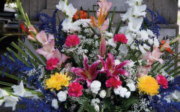 Geschmackvolles Gedenken – Grabpflege bei Blumen Holler