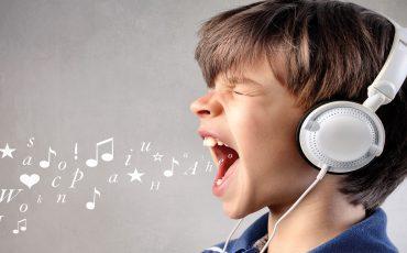 Expertenmeinung Dr. med. Eberhard Biesinger, Experte für die Diagnostik und  Behandlung von Hörschwäche bei Kindern, im Interview